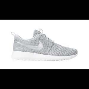 Nike Shoes - Women's Nike Rosherun Flyknit